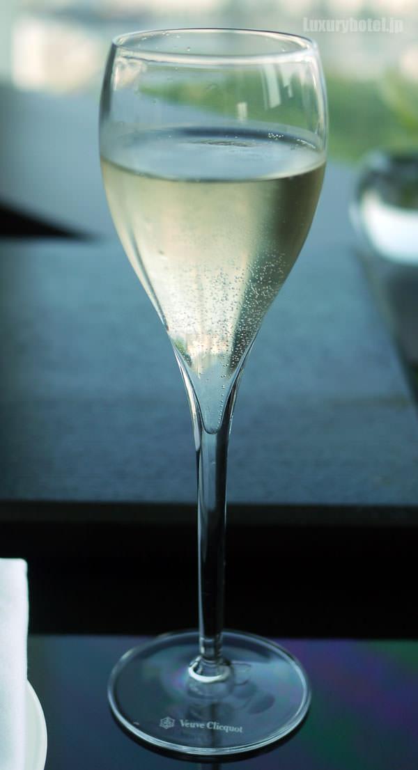 アフタヌーンティーのシャンパン