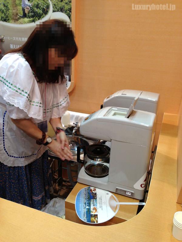コロンビアの女性が作るコーヒー