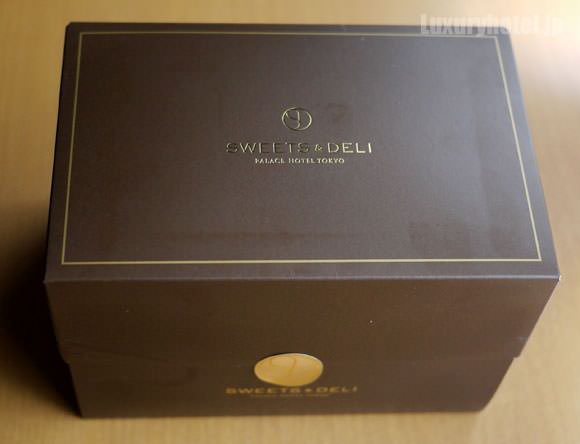 パレスホテル東京 ケーキの箱