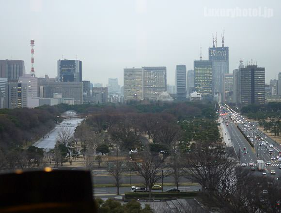 パレスホテル東京 プリヴェ 窓からの景色