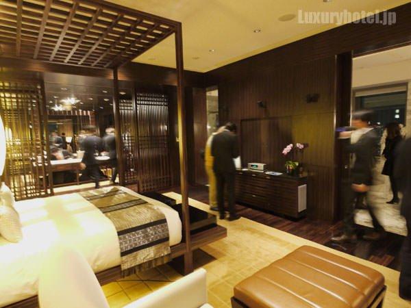 マンダリン オリエンタル 東京 プレジデンシャルスイート ベッドルーム 反対側から撮影