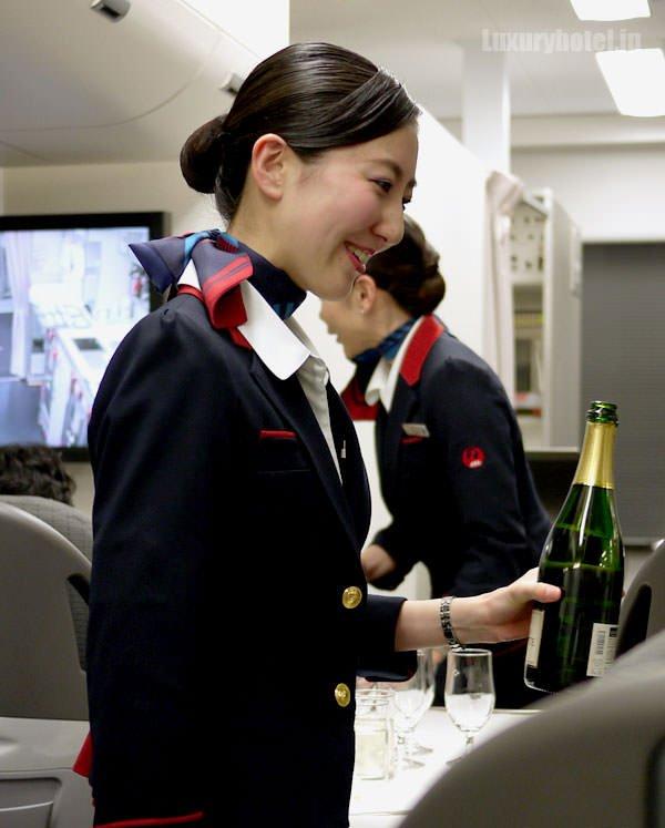 JAL見学会 シャンパンサービス