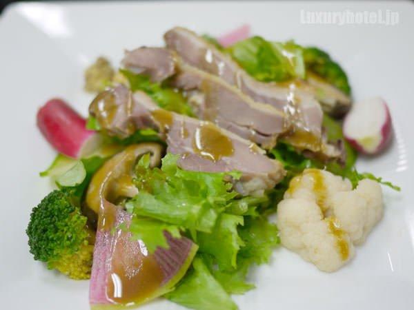 JALビジネスクラス機内食BEDD オードブル 鴨とコンフィと季節のサラダ