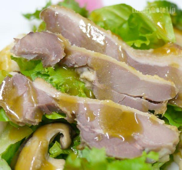 JALビジネスクラス機内食BEDD オードブル 鴨とコンフィと季節のサラダ 拡大画像