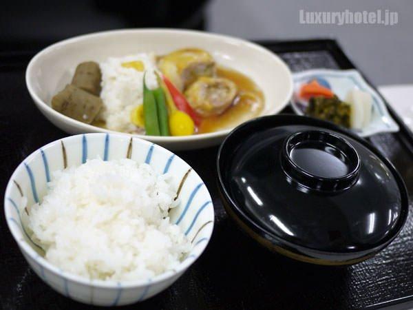 JALビジネスクラス機内食BEDD 台の物 鯛蕪と桃豚白菜巻の柚子胡椒風味