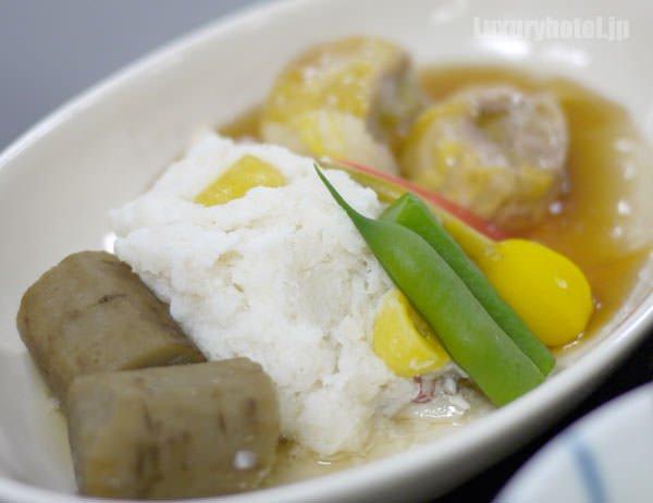 JALビジネスクラス機内食BEDD 鯛蕪と桃豚白菜巻の柚子胡椒風味 拡大画像