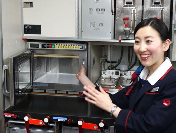 JAL特別見学会 ギャレー訓練用モックアップ 電子レンジ
