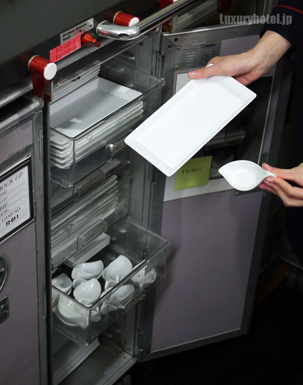 JAL特別見学会 ギャレー訓練用モックアップ 食器棚