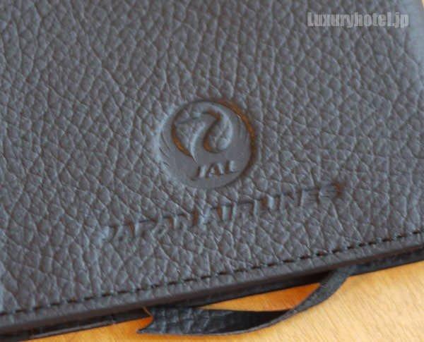 JAL 牛革のブックカバーにはJALのロゴが入っている