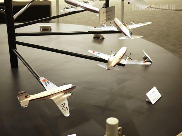 JAL SKY MUSEUM 飛行機の模型は下から歴史順に並んでいる