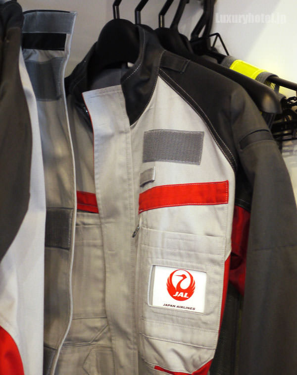 JAL 「SKY MUSEUM」 制服体験エリア 整備工場の制服もある