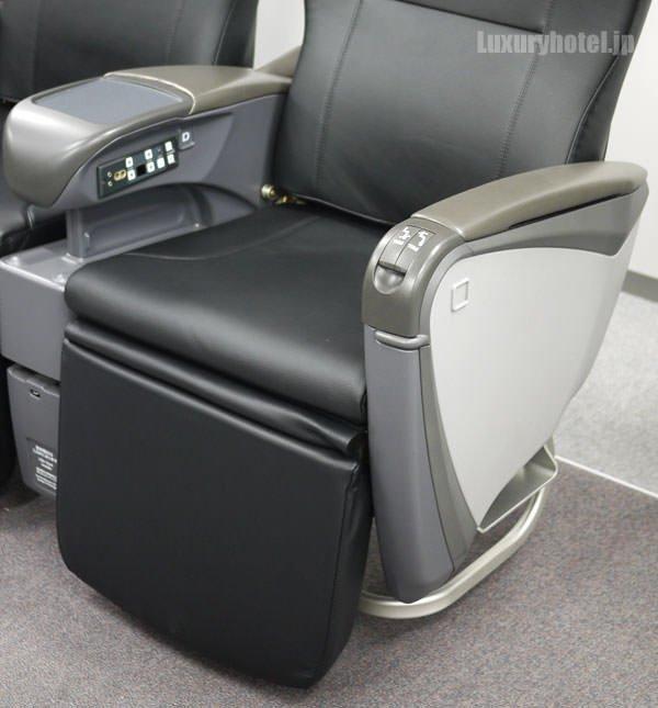 JAL特別見学会 シートモックアップ 「JAL SKY NEXT」新クラスJ 足下部分