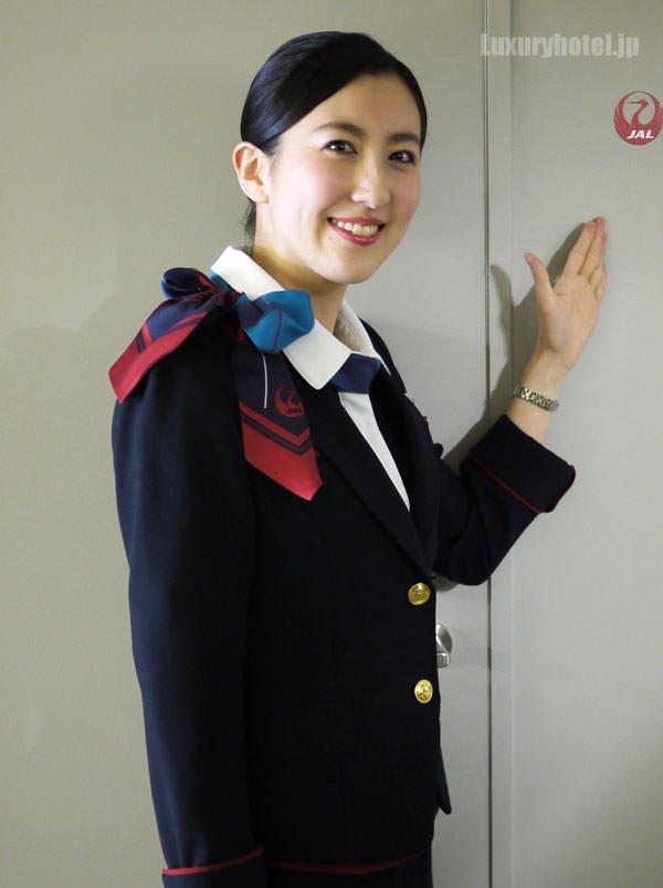 JAL特別見学会 シートモックアップ CAさん上半身画像