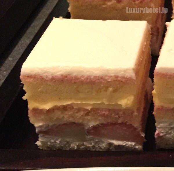 グランド ハイアット 東京 プレミアム ストロベリーショートケーキ 断面図