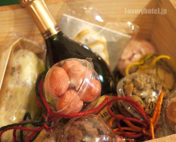 グランド ハイアット 東京 クリスマスハンパー スイーツとワイン
