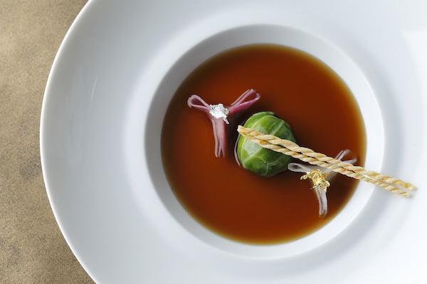 パレスホテル東京 オマールエビのコンソメスープ