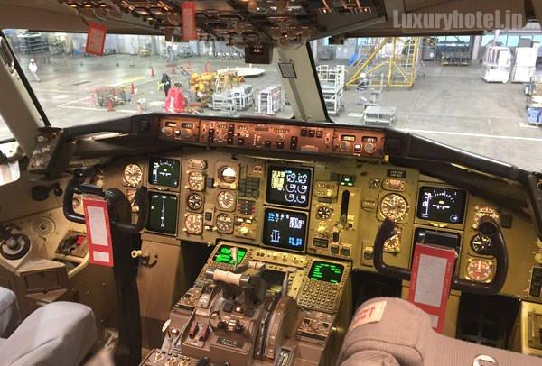 ボーイング 767 コクピットの様子1