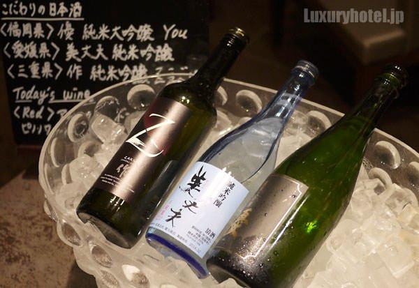バーコーナーにははせがわ酒店セレクトの日本酒