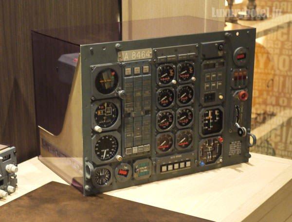 ギャラリールームに展示してある飛行機のコクピット機材