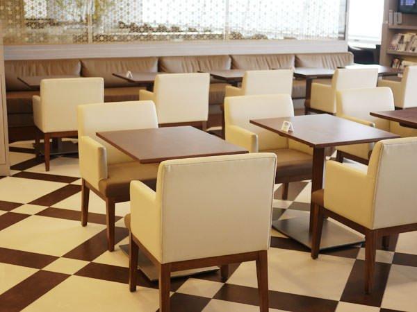 JAL国際線ファーストクラスラウンジ 食事スペースの様子2