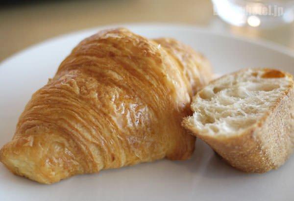 メゾンカイザーのクロワッサンとJAL限定のオレンジパン
