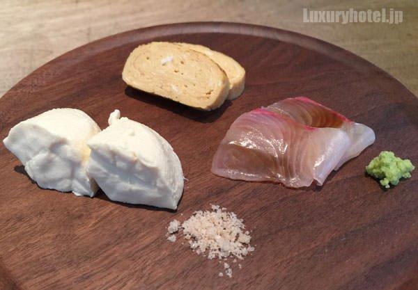 「HIGASHI-YAMA Tokyo」前菜の豆腐と出し巻き卵と刺身