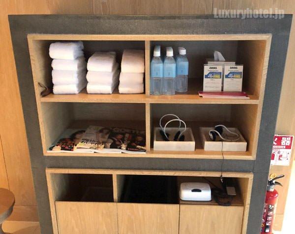 タオルや水が入り口脇に用意されている