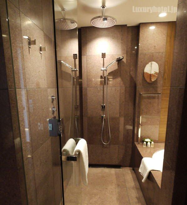 アンダーズ 東京 バスルームの浴室
