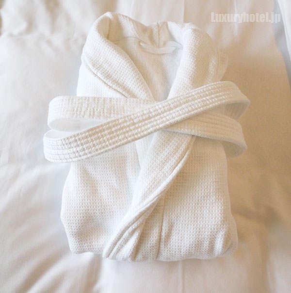 バスローブは真っ白で綺麗です