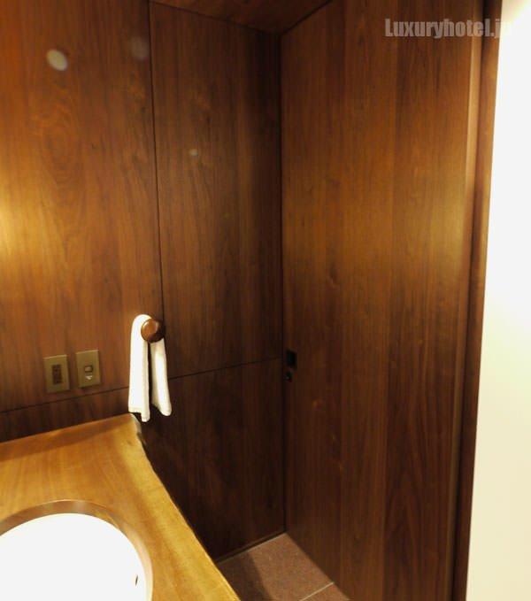 トイレは引き戸を閉めることができます