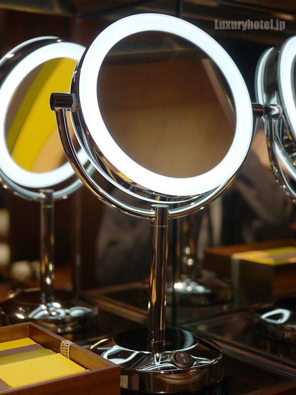 拡大鏡のスイッチを入れて光らせてみた