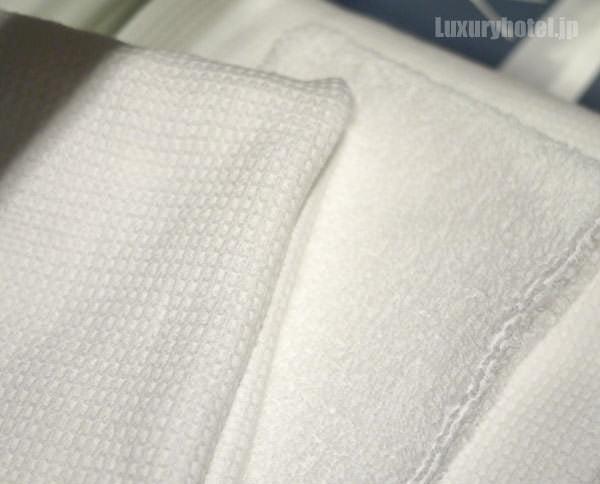 タオルは表地と裏地それぞれが見えるようにたたんである