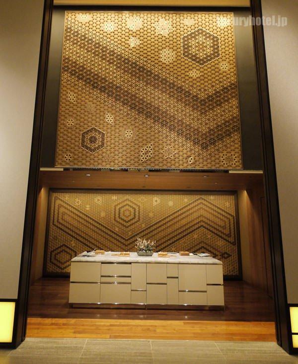 アンダーズ 東京 のレセプションカウンターのデザインが素晴らしい