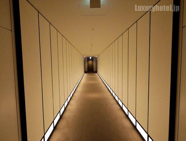 客室フロアにあるSF映画のような廊下