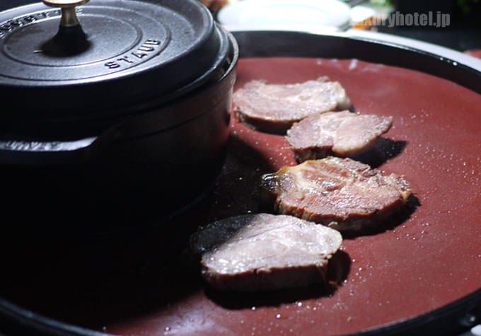 豚肉を焼いているところ