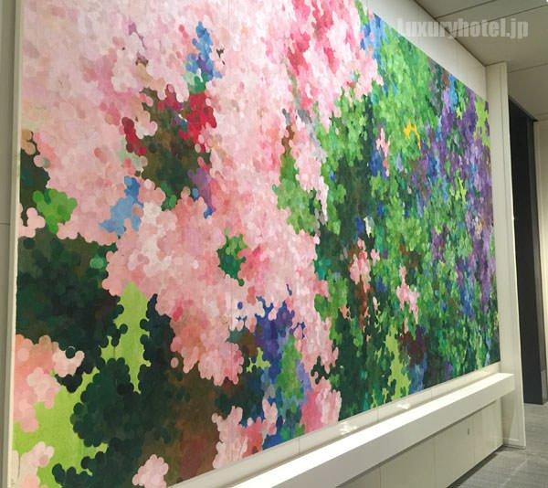 アンダーズ 東京1Fにある大きな絵画