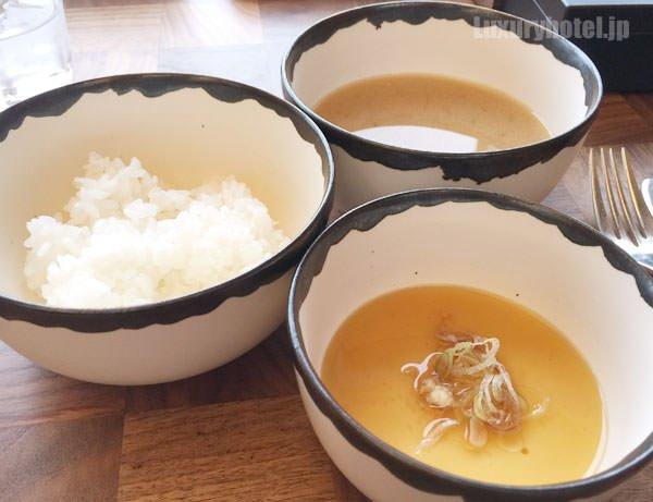 ご飯と豆腐と味噌汁