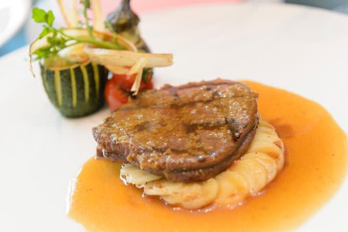 開業記念イベント「クイーン・アリス・プレミアム」ディナーの肉料理