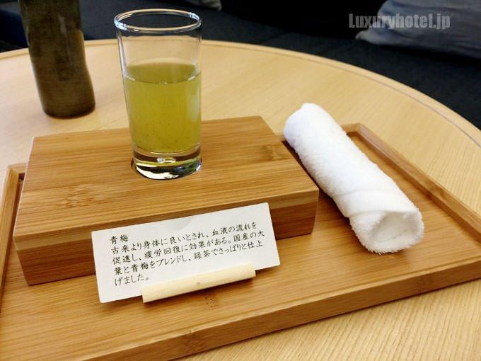 アマン東京のウェルカムドリンクは大葉と青梅の緑茶ドリンク