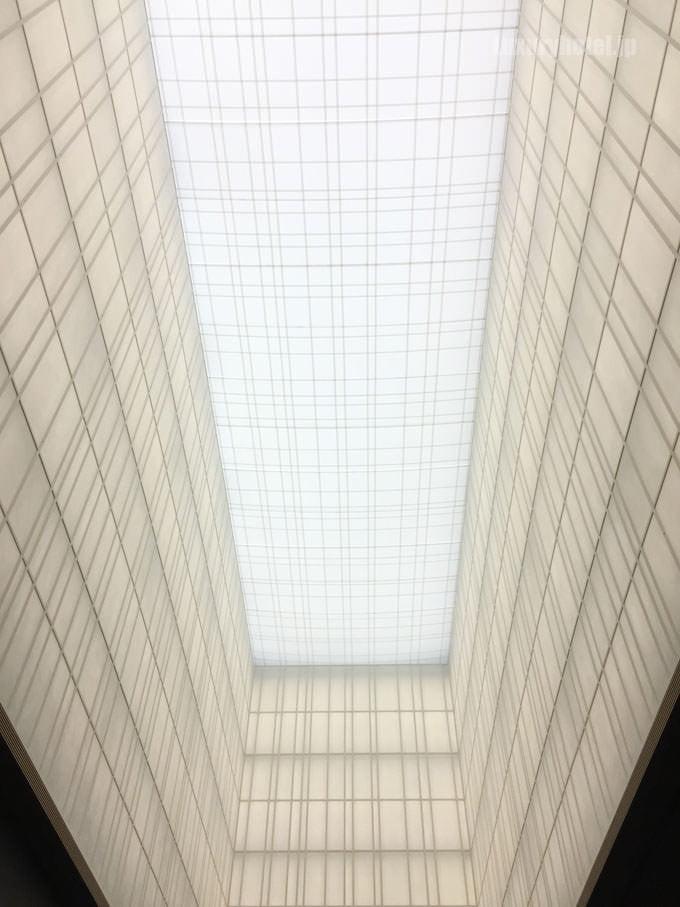 アマン東京ロビーの天井 高さは30mある