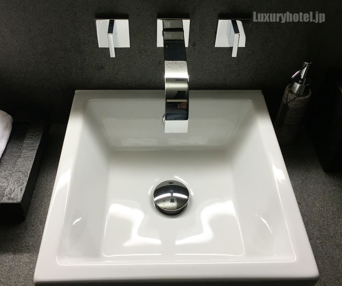 ガーデンレセプションのトイレの洗面所 部屋と色違い