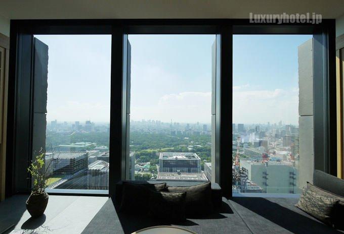 部屋の窓は大きく切り取られており見晴らしが良い