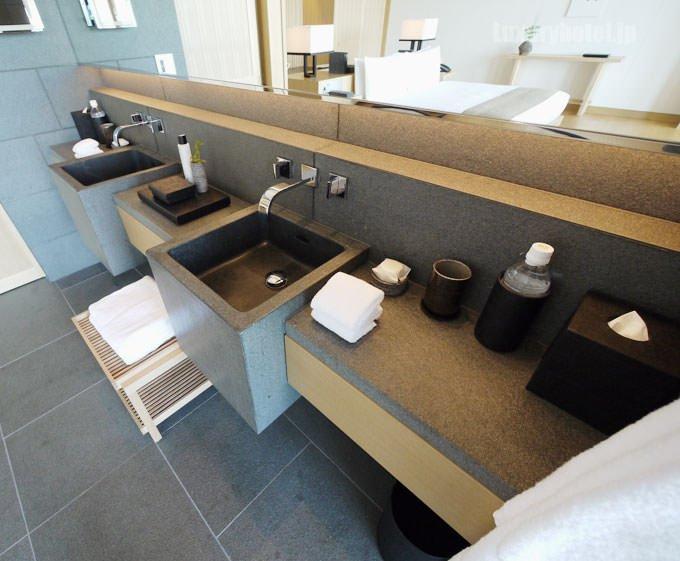バスルームの洗面所