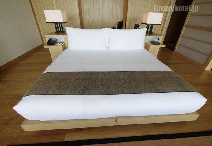 ベッドはキングサイズ