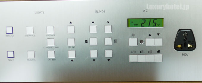 ベッドサイドのコントロールボタン