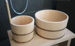 檜製の手桶と丸い桶は日本人でも嬉しい