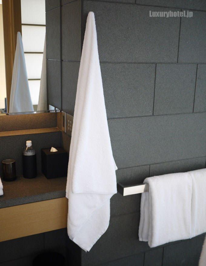 壁にかかったバスタオル