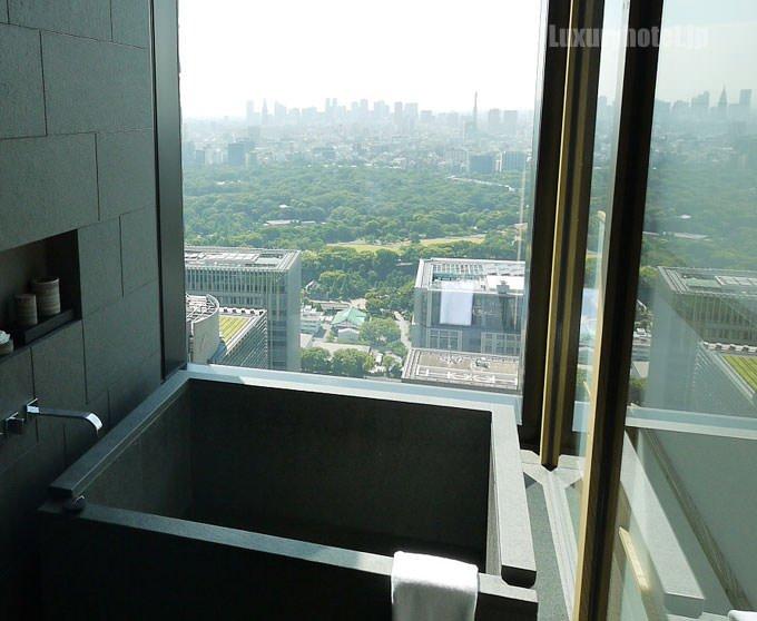 アマン東京のバスルームはビューバス