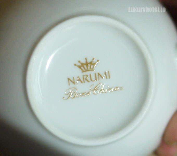 コーヒーカップのメーカーはNARUMI