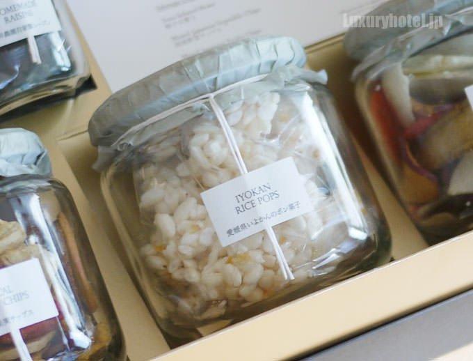 ウェルカムスイーツとして用意されている 愛媛県ひなのやの伊予柑のポン菓子